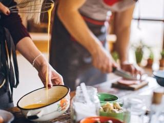 外勞學做菜